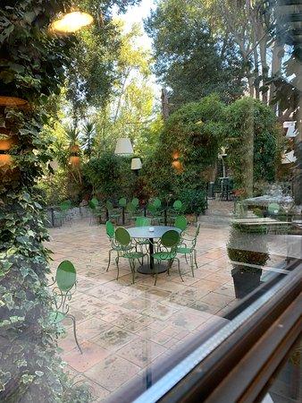 salle restaurant - Bild von Le Petit Jardin, Montpellier - TripAdvisor