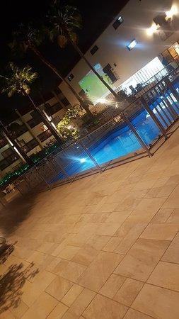 تراث علي المسبح بفندق الرمال جدة
