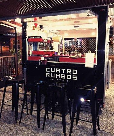 San Antonio de Pereira, Colombie: CUATRORUMBOS es una tienda itinerante de cafés de especialidad.