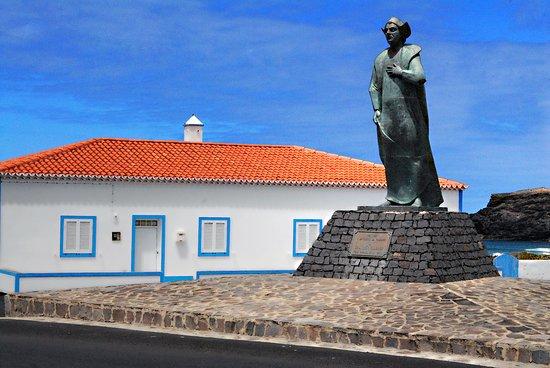 Vila do Porto, โปรตุเกส: Estátua de Cristóvão Colombo no Lugar dos Anjos em Santa Maria.