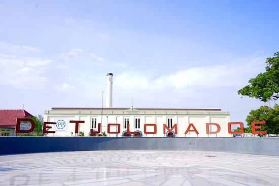 Karanganyar, อินโดนีเซีย: De Tjolomadoe