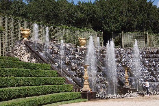 Versailles Palace and Gardens Tour ...