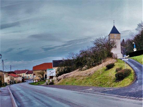 Eglise fortifiee Saint-Leger de Gironville