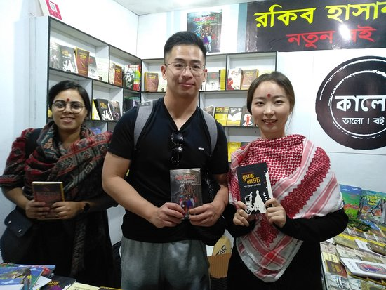 TaabuTour: A couple from China is in Dhaka Book Fair.