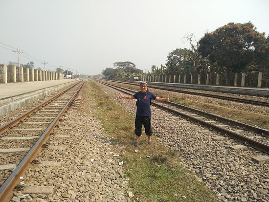 TaabuTour: A traveler from Malaysia was posing in the middle of railway!