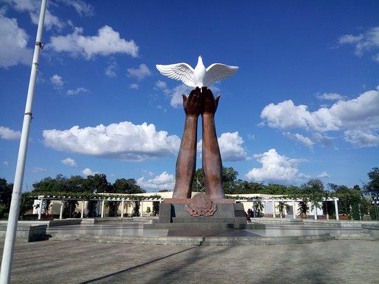 Moxico Province, Angola: Monumento da Paz