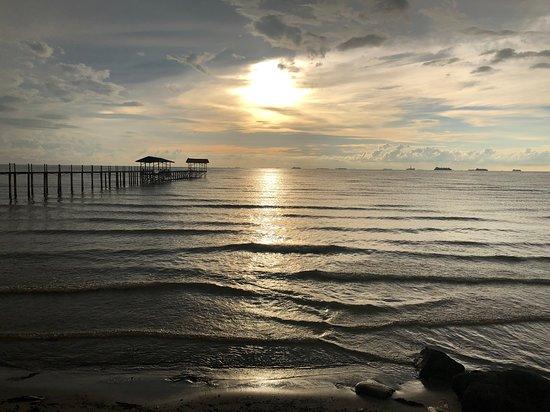 Sipitang, ماليزيا: Sunset at Sipitang beach, Sabah, Malaysia