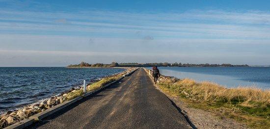 Faaborg-MidtFunen Municipality, Danmark: Vandring er smukt i det sydfynske året rundt. Her er det Hovedvejen mellem Avernak og Korshavn der sammen giver øen Avernakø.
