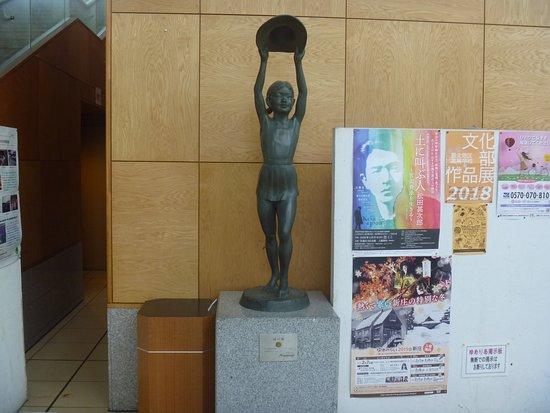 Midori no Kaze Statue