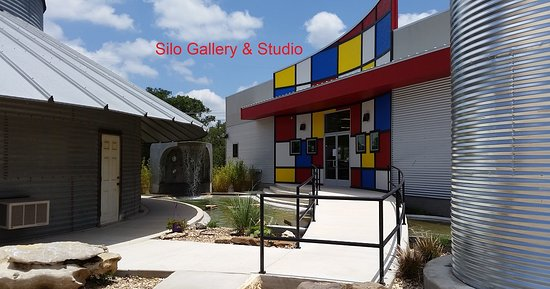 ‪Silo Gallery & Glass Studio‬