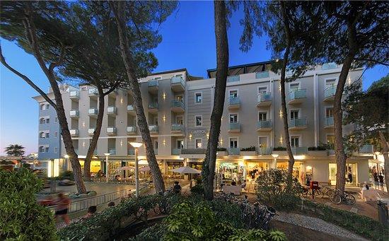 Residence capitol appartamenti prices condominium for Bagni stella marina cattolica