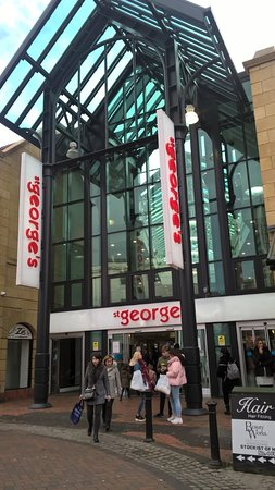 ‪St George's Shopping Centre‬
