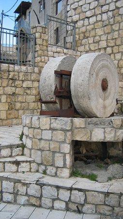 בית ג'אן, ישראל: ים וממל-כאן עשו שמן זית