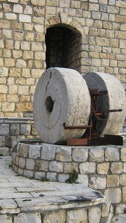 בית ג'אן, ישראל: בית בד- הבית העתיק הגרעין הישן של הכפר