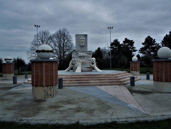 Monument en hommage a Louis Talamoni