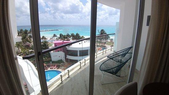 Habitación Altitude Corner Suite Con Vista Parcial Al Mar
