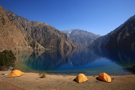Dolpo, Nepál: This fresh water oligotrophic lake is called Phoksundo Lake located in Shey Phoksundo National Park of Nepal. It is located at an elevation of 3,622.5 m above sea level in Dolpa District.