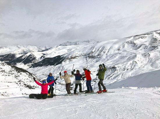 Esquiar en #Cerler es una maravilla. Y si organizas el viaje con amigos más divertido todavía. Ideas para disfrutar de lo mejor del invierno.