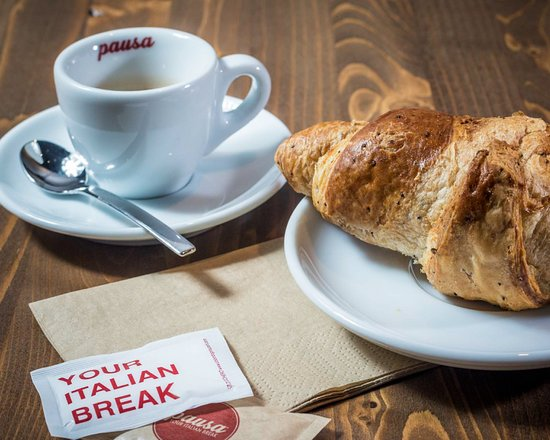 Colazione con caffè e brioche