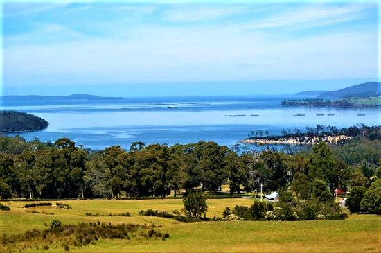 Eggs and Bacon Bay, Australia: Eggs & Bacon Bay from the panoramic lookout & picnic hut on the corner of Channel Hwy & Randalls Bay Rd. Expect rolling pastures with rustic huts, sheep & lambs grazing as you descend