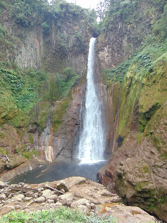 Bajos del Toro, Costa Rica: Another view of the falls.