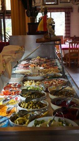 La Piscina: salad bar
