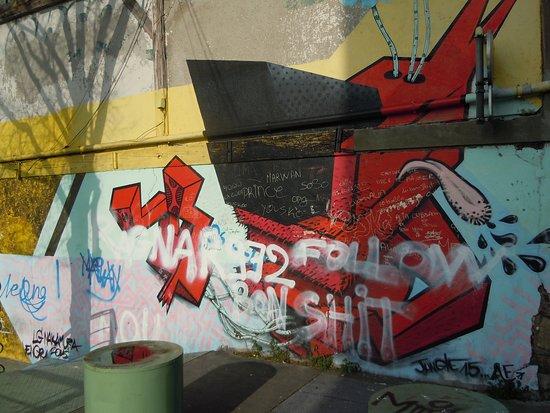 Fresque Chien Rouge