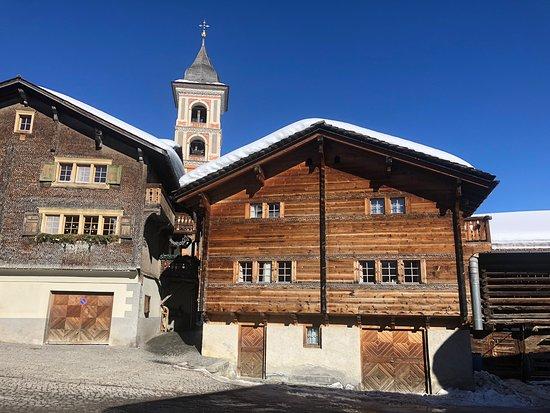 Lumnezia, Switzerland: Feines Essen in ruhigem Bergdorf