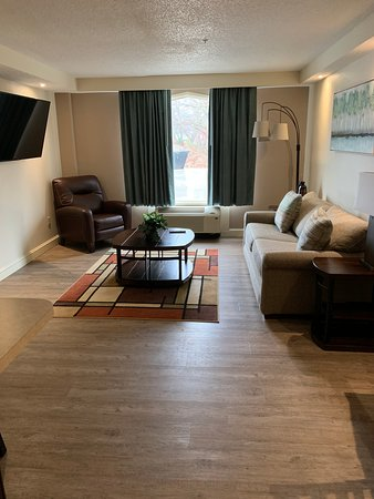 Ripley, Virginia Occidentale: Two-room suite living room