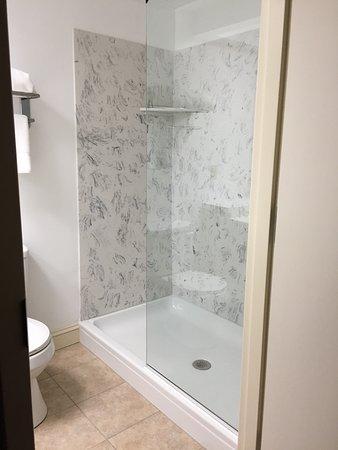 Ripley, Virginia Occidentale: Walk-in shower