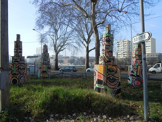 Saint-Denis, Francia: Les Totems