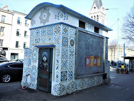 Saint-Denis, Francia: La fresque sur la porte du transformateur