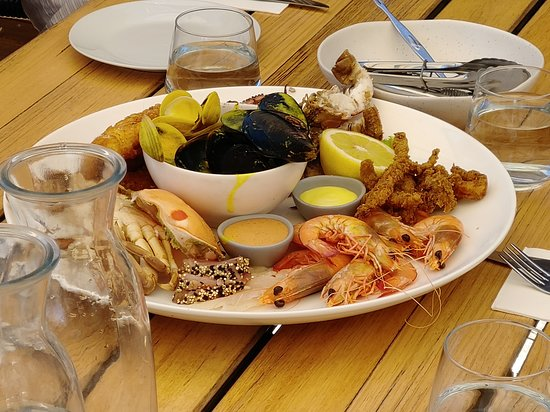1802 Oyster Bar & Bistro: Our seafood platter at the 1802 Restaurant in Coffin Bay, Australia.