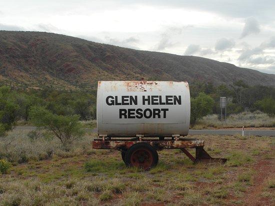 L'insegna del Glen Helen Resort è tutta un programma
