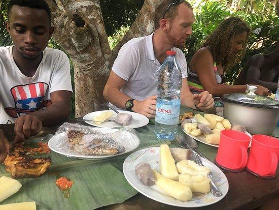 Mayotte: À 12h nos visiteurs ont droit à buffet local !