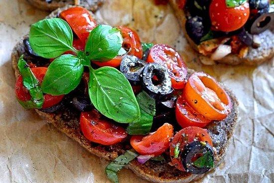 维罗纳市中心的特级初榨橄榄油,意式烤面包和奶酪选择