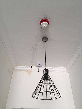 Light at entrance, but no light bulb! - Picture of Happy