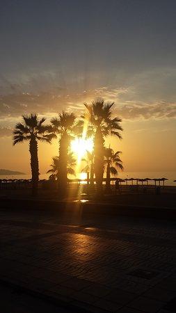 Paseando Al Amanecer El Sol Apenas Esta Saliendo Son Tan Bonitos Los Amaneceres En El Mar Que Es Una Lastima Perdérselos Picture Of Playa De Heliopolis Benicasim Tripadvisor