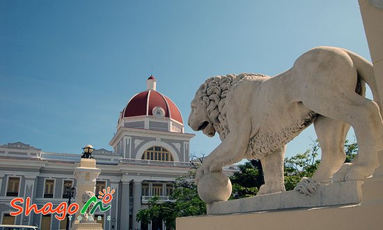 Cienfuegos, Kuba: The lions on the park that