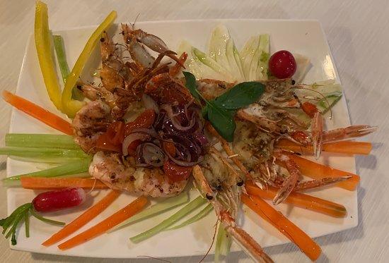 Ristorante Cohiba: Grigliata di crostacei su pinzimonio di verdure