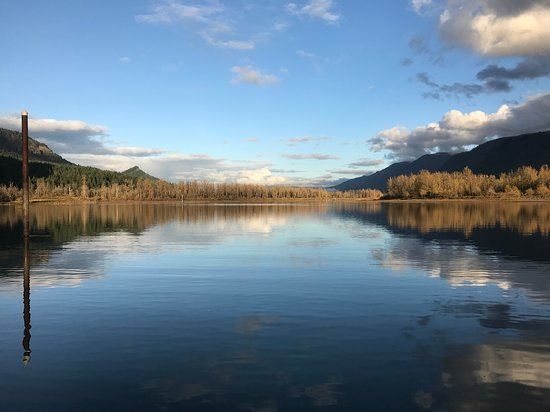 North Bonneville, WA: Columbia River from Beacon Rock boat launch.