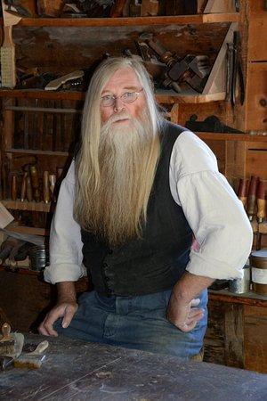 Morrisburg, Canadá: Artigiano nella sua bottega all'Upper Canada Village - Ontario -  Canada.