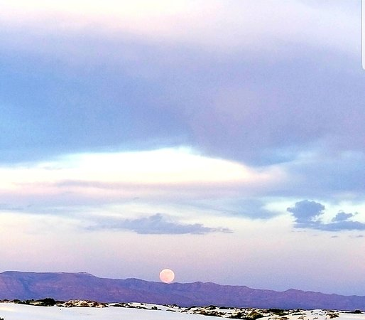 I have visited White Sands in New Mexico. We went to watch moon rising and sun set. What a sight!