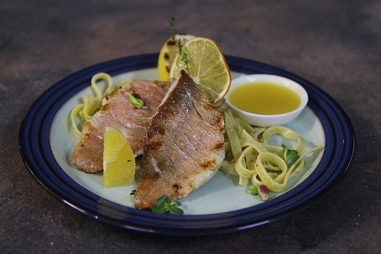 Sea bass with pasta with pistachios