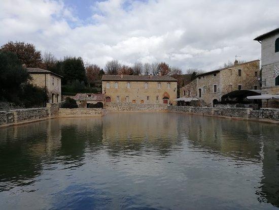 Terme Bagno Vignoni : 温泉が溢れる場所