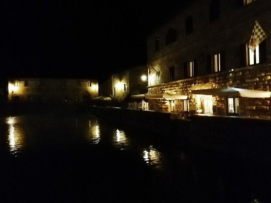 Terme Bagno Vignoni : 夜の温泉