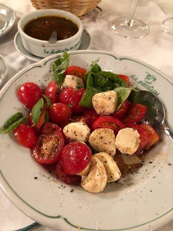 La Brigada Parrilla: tomato caprice ensalada
