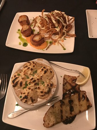 Keswick, Canada: Appetizers - Bacon wrapped scallops with frites and brie   Mushroom Neptune