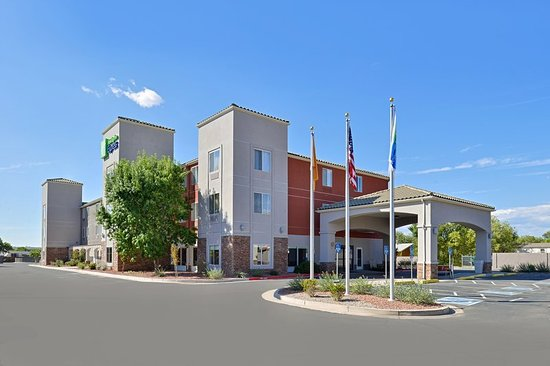 Bernalillo, NM: Exterior