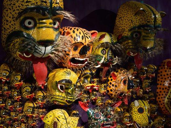 Musee d'Arts Africains, Oceaniens et Amerindiens (MAAOA)